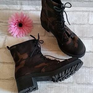 Camouflage Combat Boots sz 8